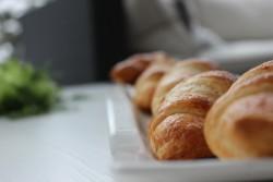 Aina tuoreet leivonnaiset ja konditoria tuotteemme mukaan tai paikanpäällä nauttittuna.